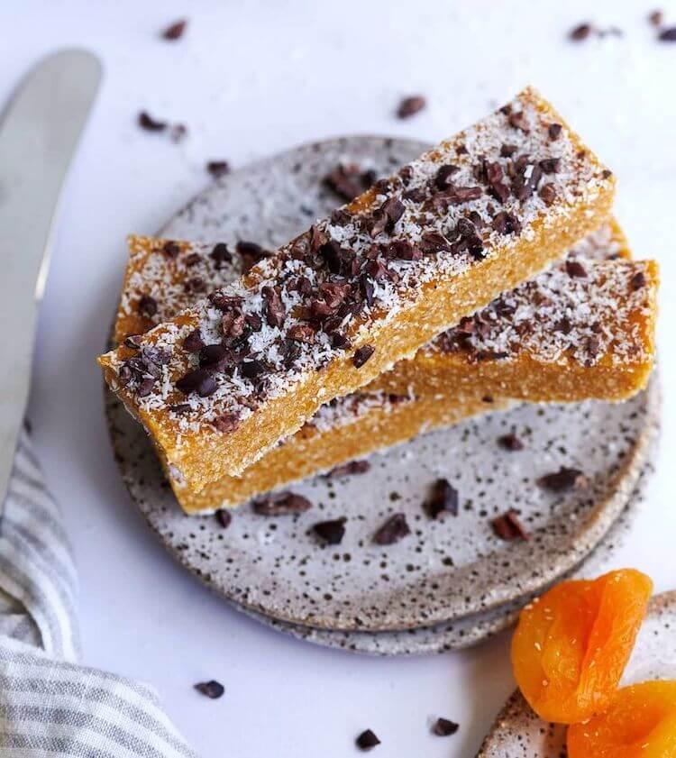 "Apricot, cinnamon and coconut ""no bake"" energy bars, lunchbox ideas for teens, protein lunchbox ideas, healthy snack ideas, fruit bar recipe, lunchbox ideas australia"