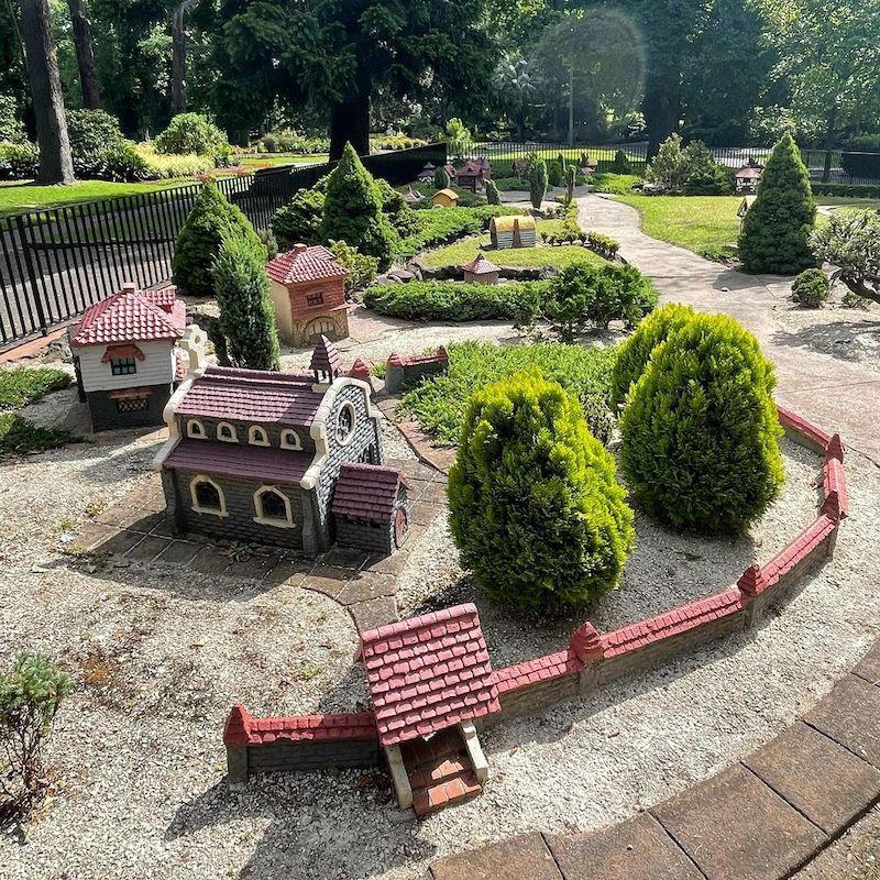 tudor village, fitzroy gardens miniature village, melbourne history, melbourne attractions, melbourne free activities, melbourne shakespeare